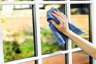 pictue of hand cleaning window